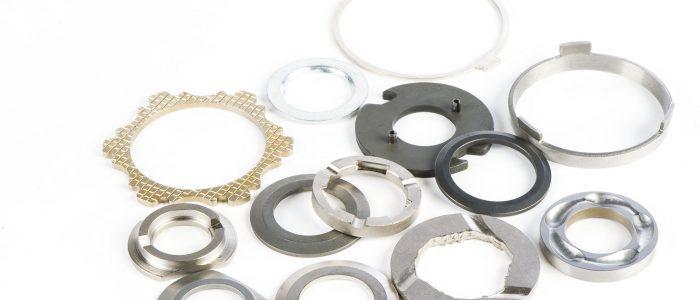 Gris Découpage - Composants mécaniques type cale d'épaisseur ou pièces avec chainfreins ou pointes diamant