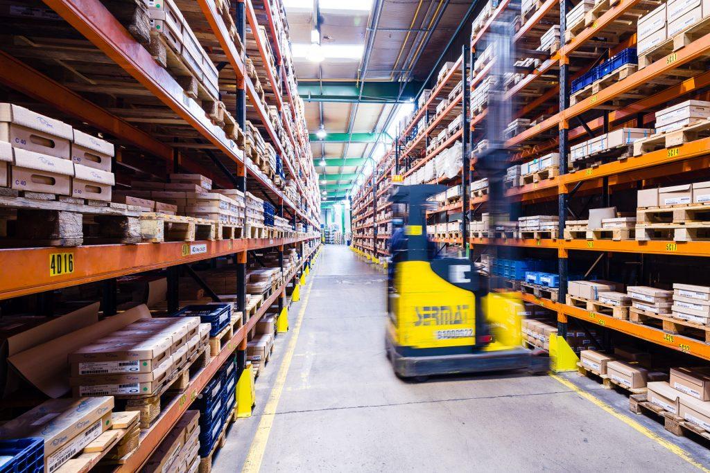 Entrepôt Gris Découpage - Logistique contrôlée, expéditions vérifiées et conditionnées en interne